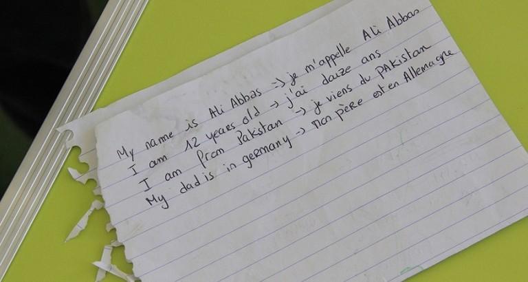 Photo d'une feuille avec des phrases ecrites par Ali Abbas