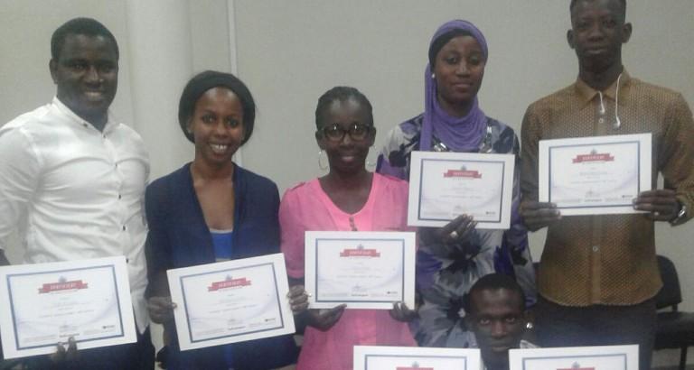 Photo des Jeunes Leaders senegalais avec leurs certificats de reussite