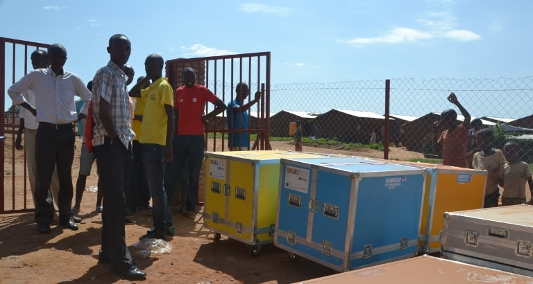 Photo de l'Ideas Box qui arrive au camp de Mahama au Rwanda