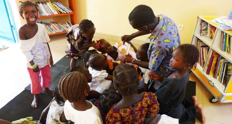 Photo d'une Ideas Box pour les enfants des rues de Ziguinchor au Sénégal