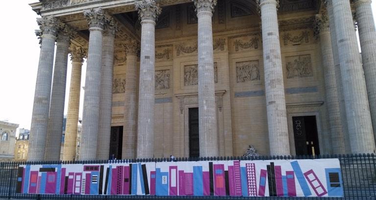 Photo du Panthéon avec bâche de l'événement bibliopanthéon