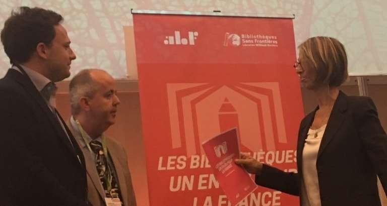 Photo de Jérémy Lachal et de Françoise Nyssen au 63e Congrès de l'ABF