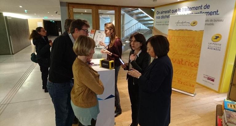Photo de Maryline Girodias et de Dominique Blanchecotte au siège du groupe La Poste