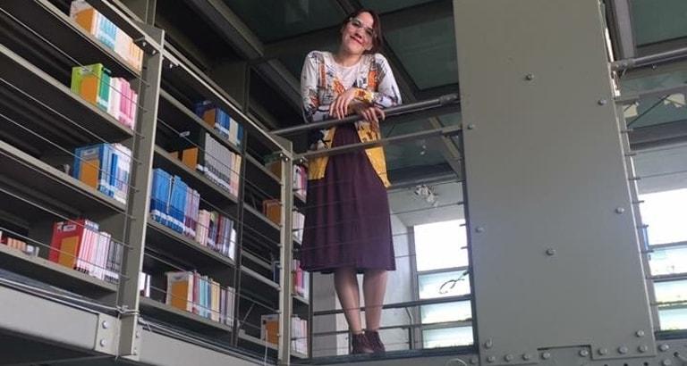 Photo d'Alejandra Quiroz, bibliothécaire, dans la bibliothèque de Vasconcelos à Mexico