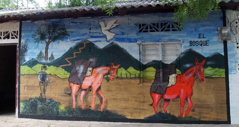Photo d'une fresque murale avec des ânes