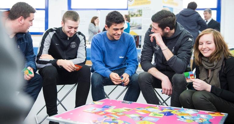 Ideas Box Santé : des jeunes pendant un atelier