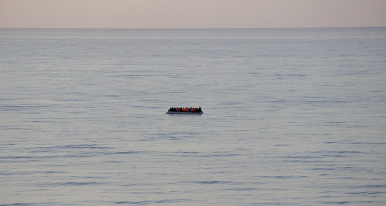 Photo d'un zodiac dans la mer Méditerranée
