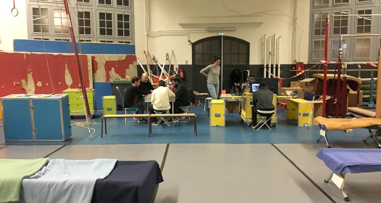 Photo de l'Ideas Box dans un gymnase