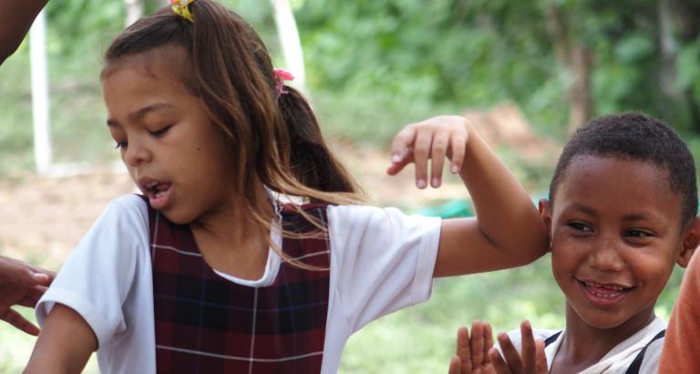 Photo d'une jeune fille qui danse